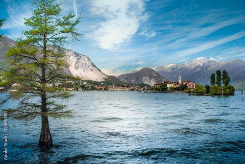 Valokuvatapetti Lago Maggiore mit Gebirgspanorama