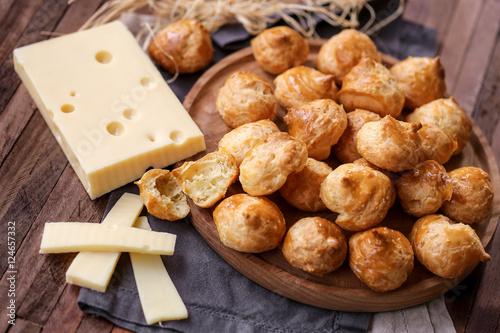 Recess Fitting Appetizer gougères au fromage 1