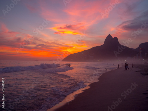 Staande foto Rio de Janeiro Ipanema Beach at Sunset in Rio de Janeiro