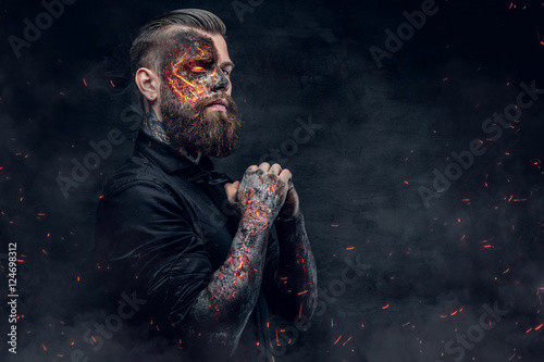 Photographie A demon man with a burning face.