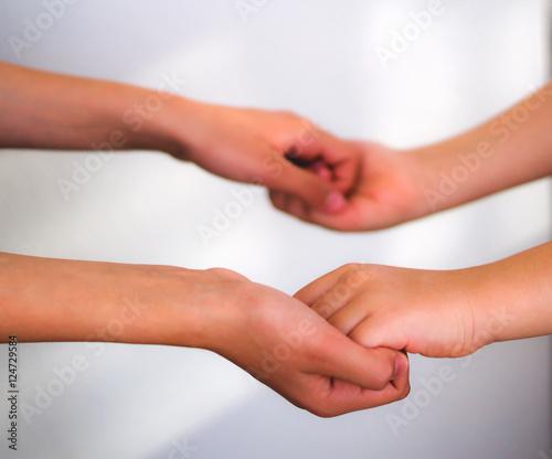 Valokuva  Kardeş çocuk elleri