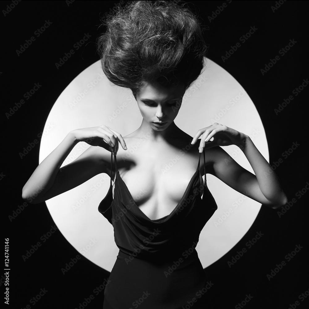 Valokuva Elegant sensual woman on geometric background