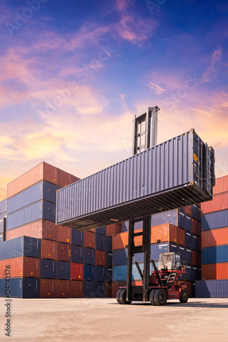 Photo Forklift truck lifting cargo container in shipping yard or dock yard for logisti