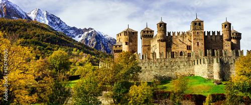 Obraz na plátně Beautiful medieval castles of Italy - Fenis in Valle d'Aosta mountains Alps