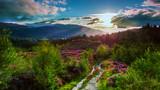 Fototapeta Na sufit - Wschód słońca w górach, Szkocja
