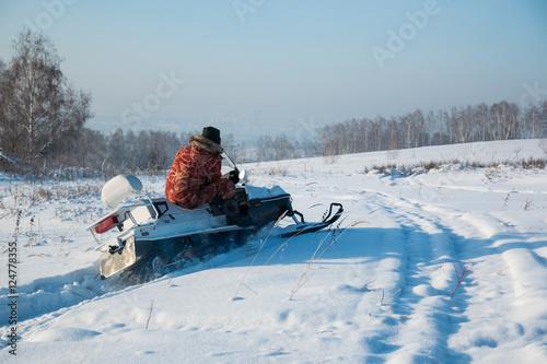 Papiers peints Nautique motorise Man on snowmobile in winter, Siberia