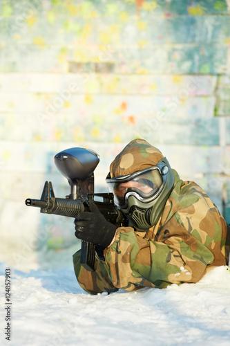 Foto op Aluminium Draken paintball player with marker at winter outdoors