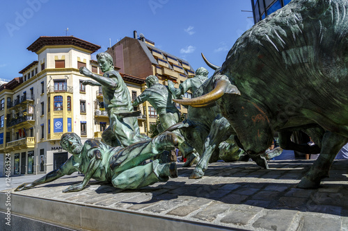 Canvastavla Statue of Encierros in Pamplona Spain