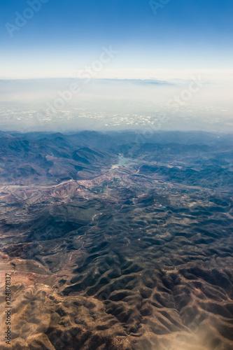 Fototapeta Widok z samolotu na horyzont i górskie szczyty - Atlas, Afryka obraz