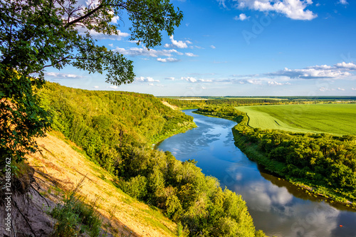 Photo sur Aluminium Riviere River valley landscape