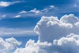 Fototapeta Na sufit - Widok z okna samolotu na niebo i chmury