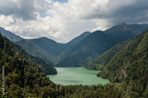 Photo Ritsa lake in the mountains of Abkhazia