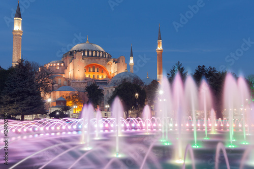 Photo  Hagia Sophia, a former Orthodox patriarchal basilica, later mosque and now museum in Istanbul, Turkey