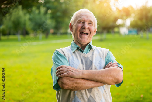 Fotomural Senior man is laughing