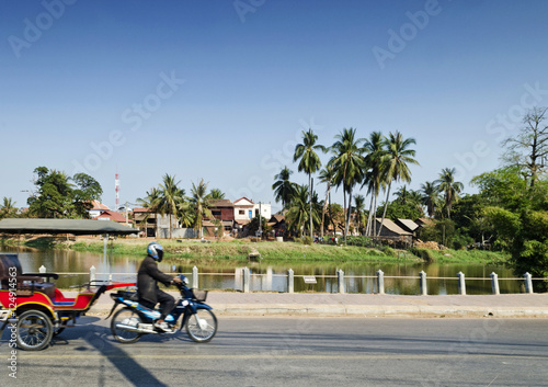 Staande foto Los Angeles asian tuk tuk taxi by riverside of siem reap cambodia