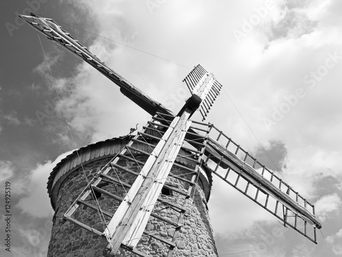 Photo sur Toile Moulins Wind mill stone