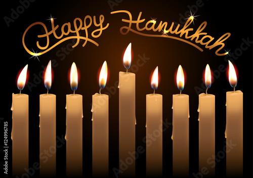 In de dag Vuur Hanukkah realistic vector candles over dark background. Happy Hanukkah lettering. Created with gradient mesh.