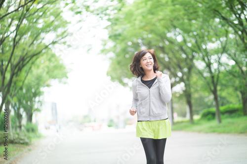 Fotografia  ランニング・ミドル女性(屋外)