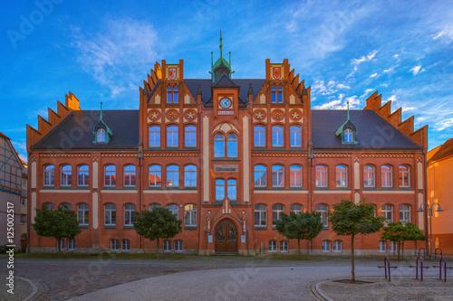 Wall Murals Theater Kunsthaus Salzwedel / Das Kunsthaus Salzwedel (Altmark, Sachsen-Anhalt, 10.10.2016) befindet sich im Gebäude einer ehem. Mädchenschule, es ist ein Ort für Veranstaltungen, Ausstellungen und Konzerte.