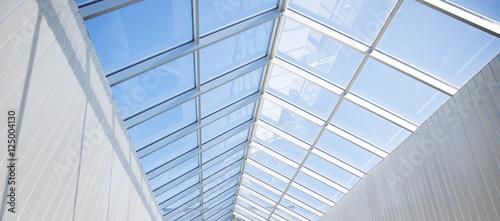nowoczesny-budynek-lub-pawilon-szklany-dach