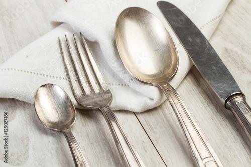 Cubiertos p sters en for Cubiertos de plata precio