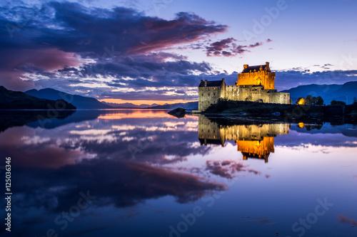 Foto op Plexiglas Kasteel Eileen Donan Castle at Night