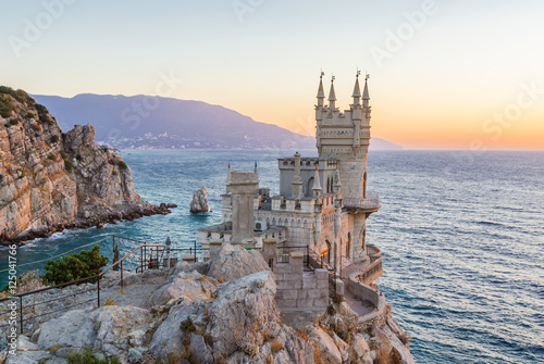 Foto op Plexiglas Kasteel The Swallow's Nest is a decorative castle located at Gaspra, Crimea
