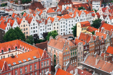 FototapetaRed roofs, old buildings and colorful houses in Old Town Stare Miasto in Gdansk, aerial view from cathedral St. Mary's Church tower, Poland