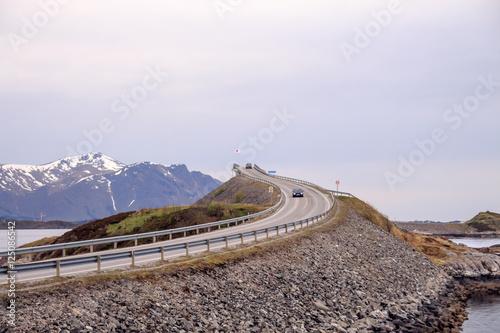 Staande foto Scandinavië Норвегия. Дорога в бесконечность
