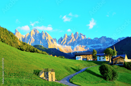 Spoed Foto op Canvas Turkoois Colors of Dolomites. funes view of the valley, Puez-Odle in autumn. at sunset holy magdalena. View of odle mountain