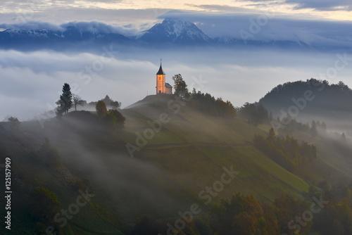 Foto auf Gartenposter Hugel Church on the hill, Jamnik, Slovenia