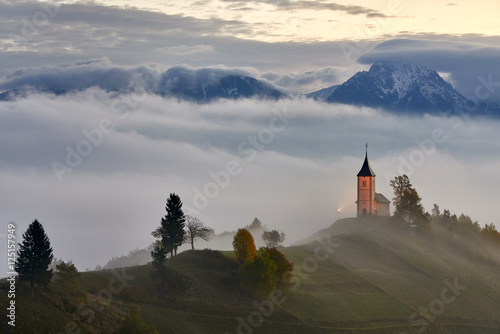 Foto auf Gartenposter Hugel Church on the hill, Jamnik, Slovenia
