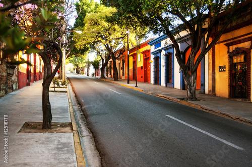 ulice-miasta-kolonialnego-puebla-w-meksyku
