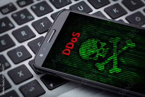 Fototapety, obrazy: ddos attack I skull of death symbol on mobile phone screen