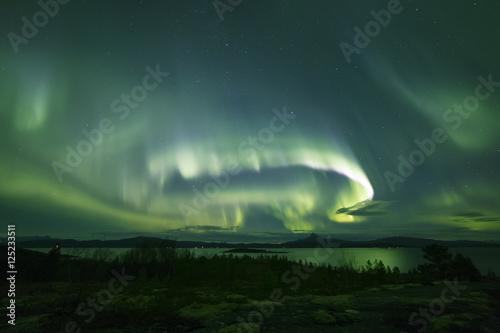 Fotografia, Obraz  powerful aurora across nightsky