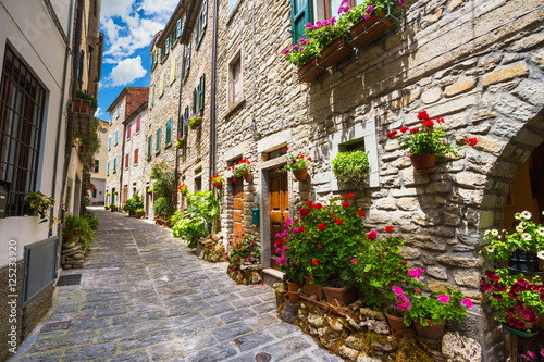Fototapety, obrazy:  Italian street in a small provincial town of Tuscan