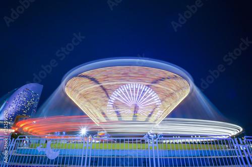 Poster Amusementspark 夜の遊園地のティーカップ