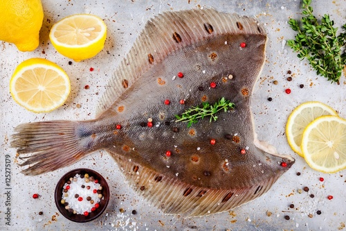 Cuadros en Lienzo Raw flounder fish, flatfish on rustic background