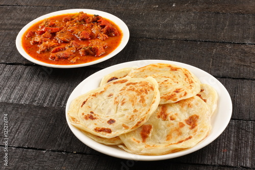 Photo  Whole wheat Indian paratha with meat curry