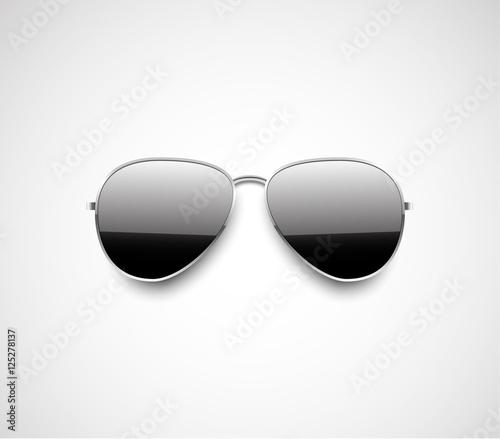 Photo Glossy black aviator sunglasses design