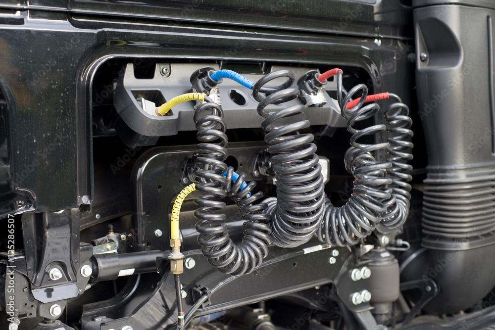 LKW / Luftdruck Anschlüsse an einem Lastkraftwagen Poster ...