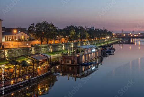 Fotografia  Vistula boulevards in the morning in Krakow, Kazimierz district with moored ship