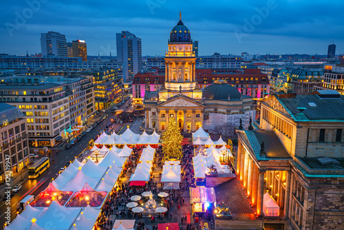 Foto auf Leinwand Berlin Christmas market, Deutscher Dom and konzerthaus in Berlin, Germany