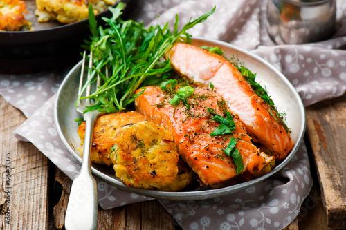 Spoed Foto op Canvas Klaar gerecht Dill Salmon with Potato Patties