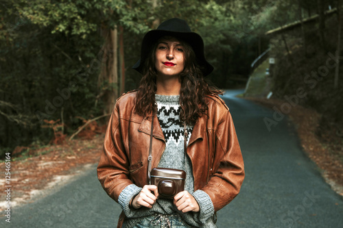 Photo  modern young woman with vintage camera photos