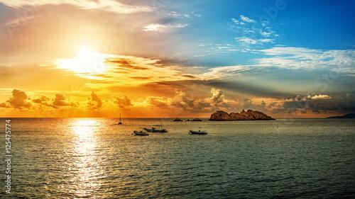 Traumhafter Sonnenuntergang an der Adria bei Dubrovnik Canvas Print