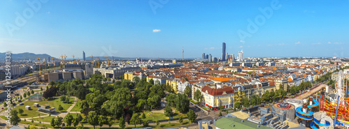 Foto op Plexiglas Wenen Panoramic View on Vienna from the top the Ferris Wheel in sunny day.