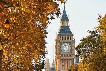 Fototapeta na wymiar Big Ben in sunny autumn day