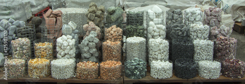 Fotografía  wet crushed marble, pebbles, granite, texture,