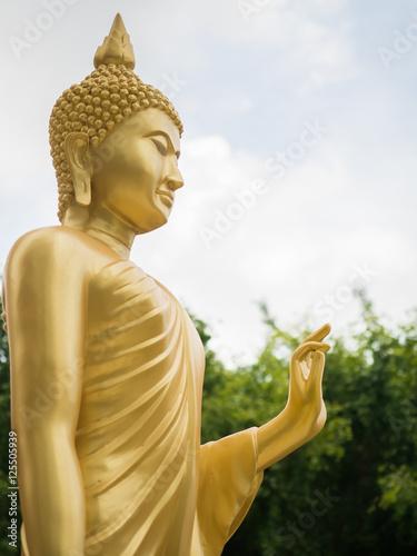 Photo  Golden buddha statue.